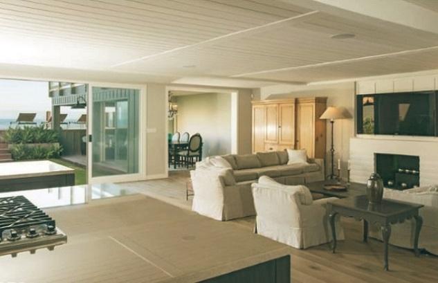 Leonardo-DiCaprio-Malibu-Beach-Home-Indoor-Outdoor-Living-room (1)