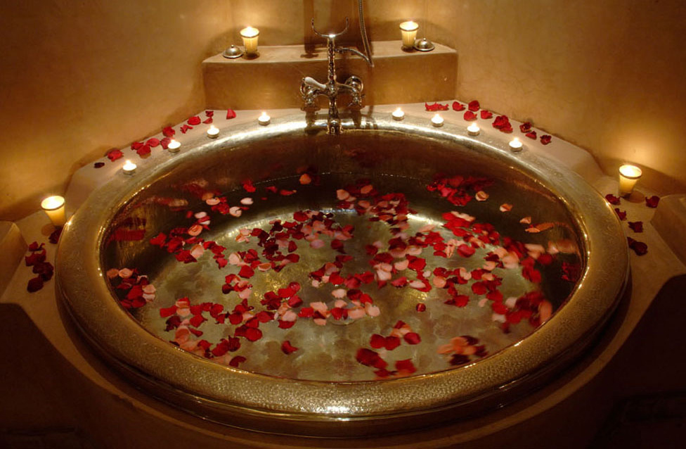 romantic-red-rose-petals-in-a-bathtub