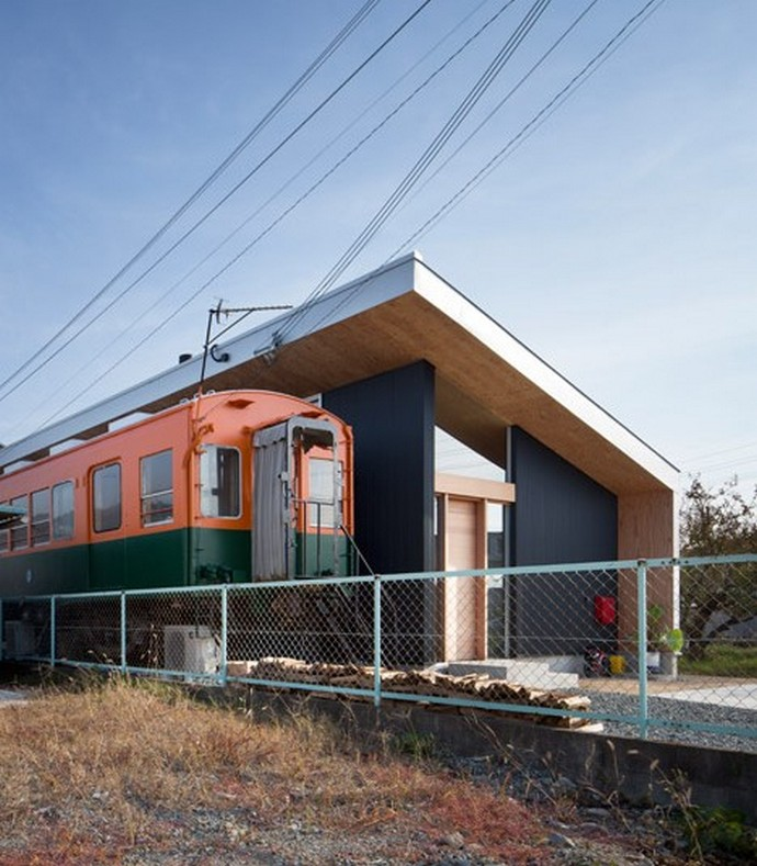 Incredible Home Built Around a Train Carriage